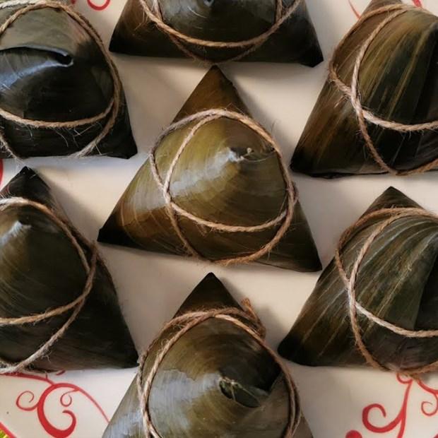 Bánh ú gấc dừa nhân đậu xanh