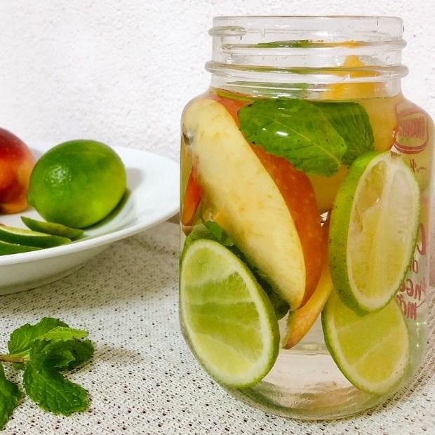 Nước detox chanh và táo
