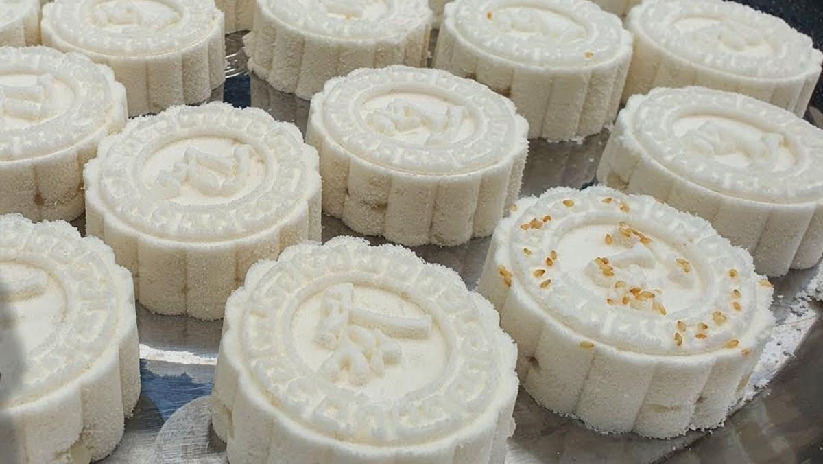 Bánh in cốt dừa nhân dừa