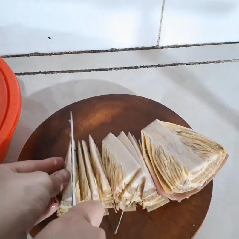 Bước 2 Sơ chế các nguyên liệu khác Khô cá lóc nấu canh chua