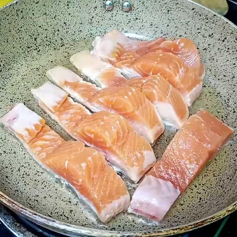 Bước 4 Áp chảo cá hồi, sốt cá hồi Cá hồi áp chảo sốt mè rang