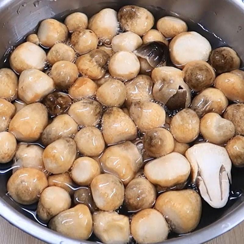 Bước 1 Sơ chế các nguyên liệu Đậu hũ sốt nấm