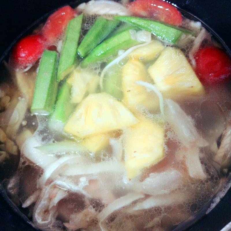 Bước 3 Nấu canh Canh chua lườn cá hồi