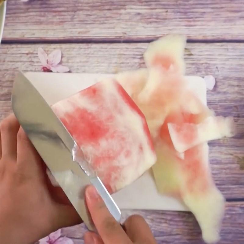 Bước 1 Cắt dưa hấu Bánh sinh nhật bằng dưa hấu