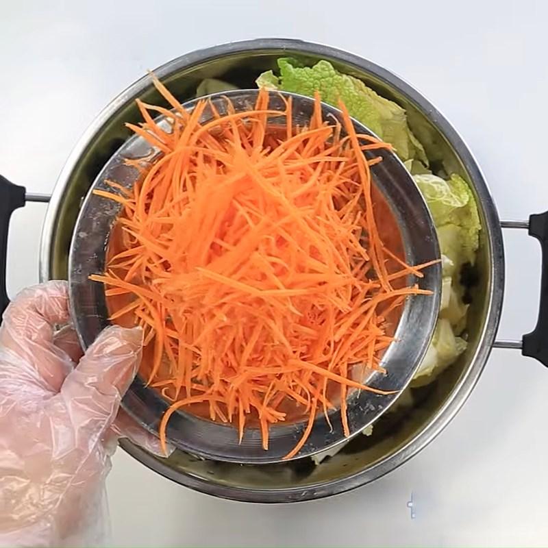 Bước 4 Cắt và trộn rau củ Cải thảo muối chua