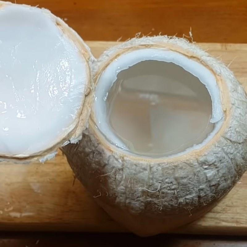 Bước 1 Chặt dừa lấy nước Rau câu dừa