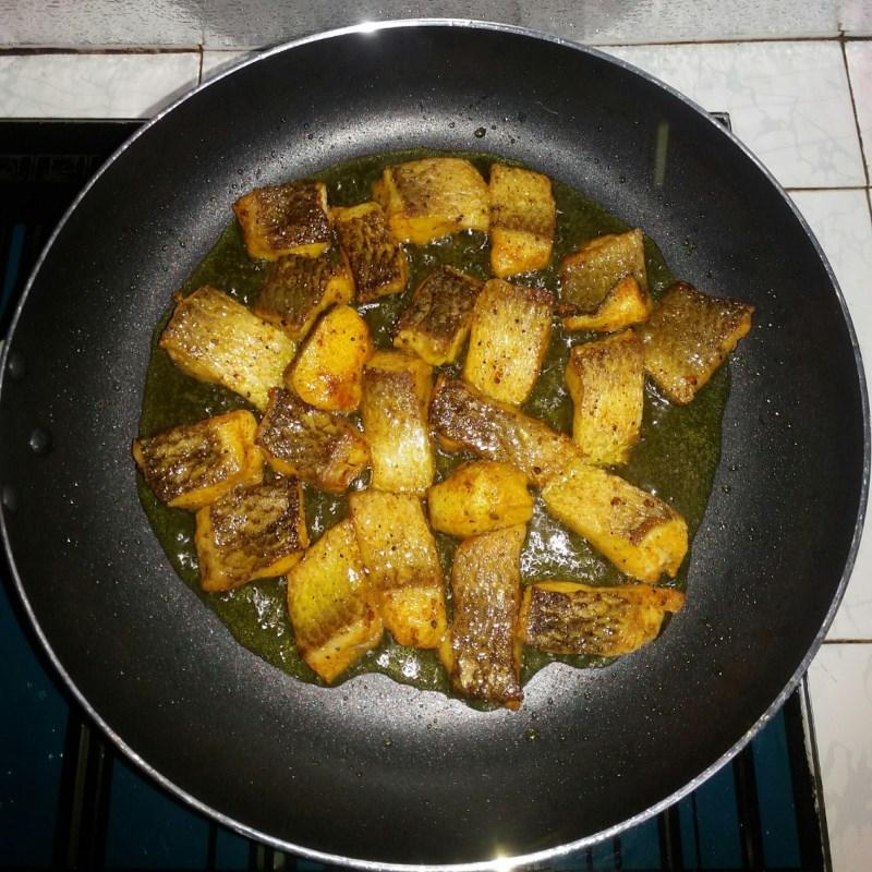 Bước 3 Chiên cá Bánh canh cá lóc bột gạo