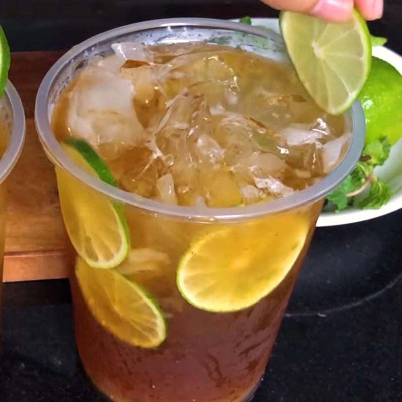 Bước 5 Cho nước trà hoa đậu biếc vào Trà chanh hoa đậu biếc