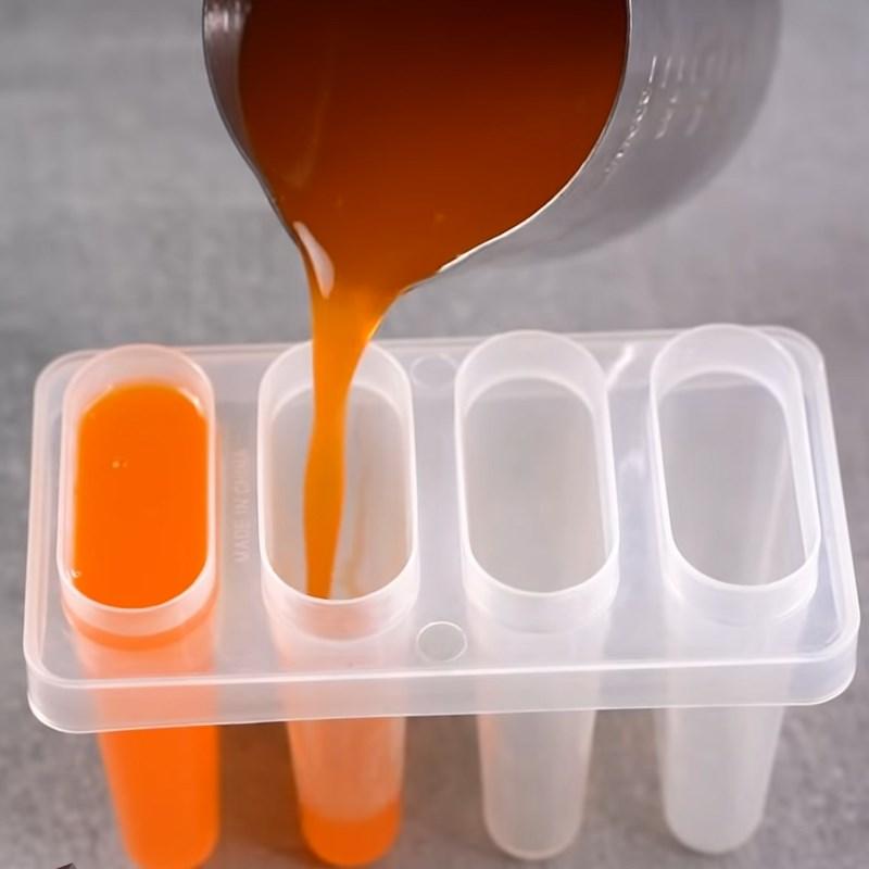 Bước 4 Đổ khuôn và làm lạnh Kem cam que
