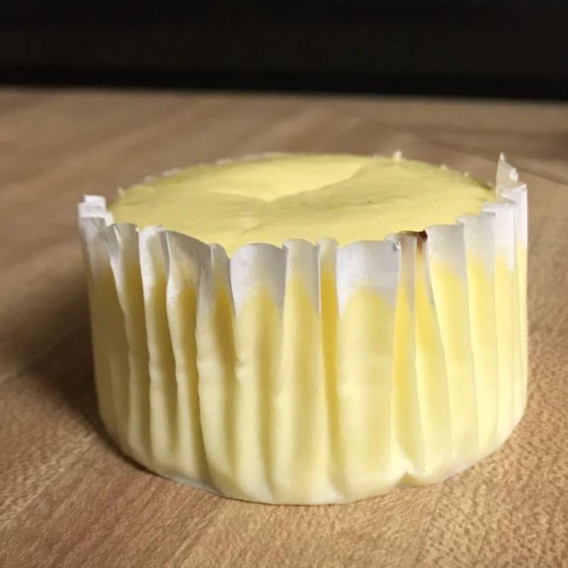 Bước 3 Đổ khuôn và nướng bánh Cheesecake sữa chua trái cây phiên bản mini
