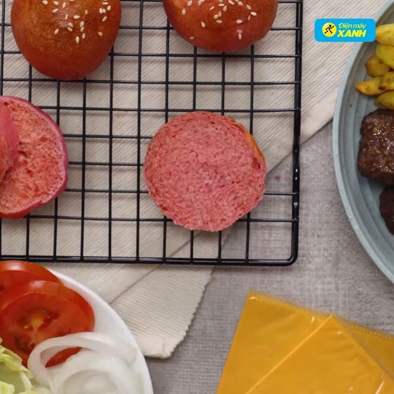 Bước 6 Ghép bánh hamburger Hamburger thanh long bò