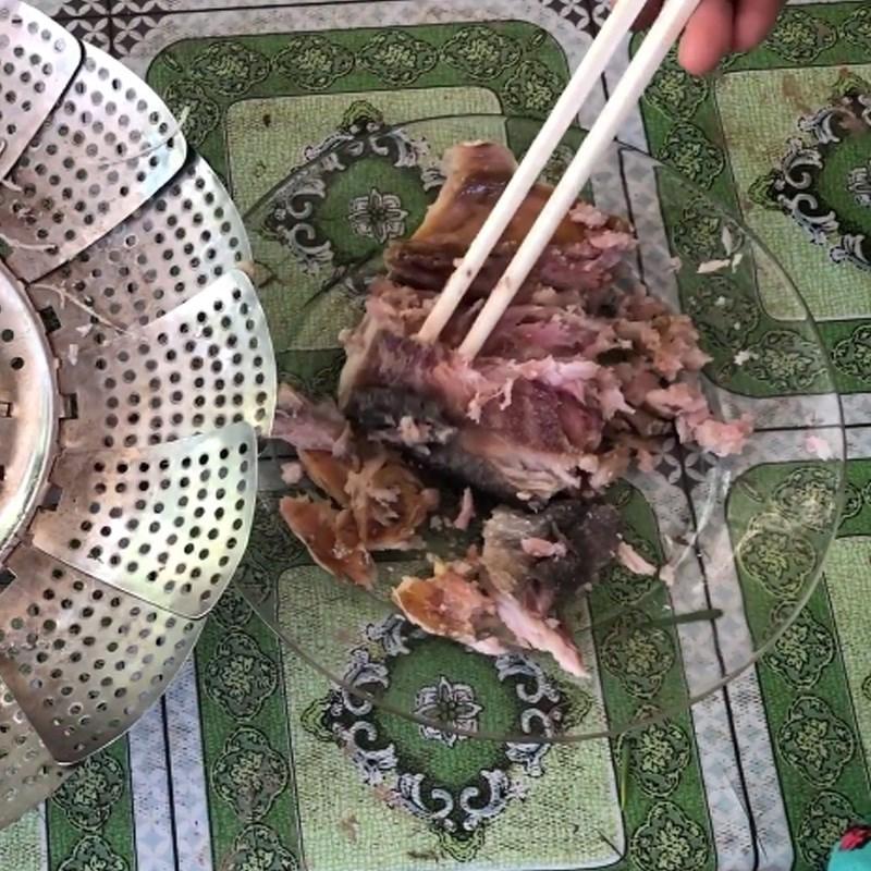 Bước 2 Hấp khô và lóc thịt Khô cá chét chưng thịt ba rọi với trứng