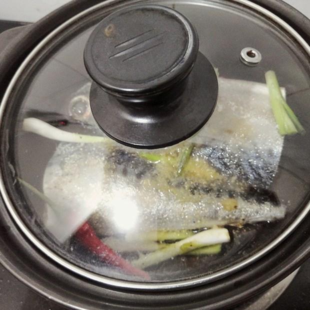Bước 3 Kho cá Cá thu Nhật kho hành ớt