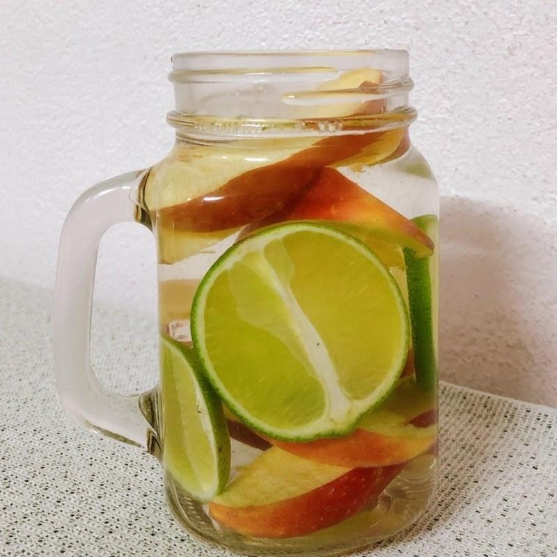 Bước 2 Làm nước detox Nước detox chanh và táo