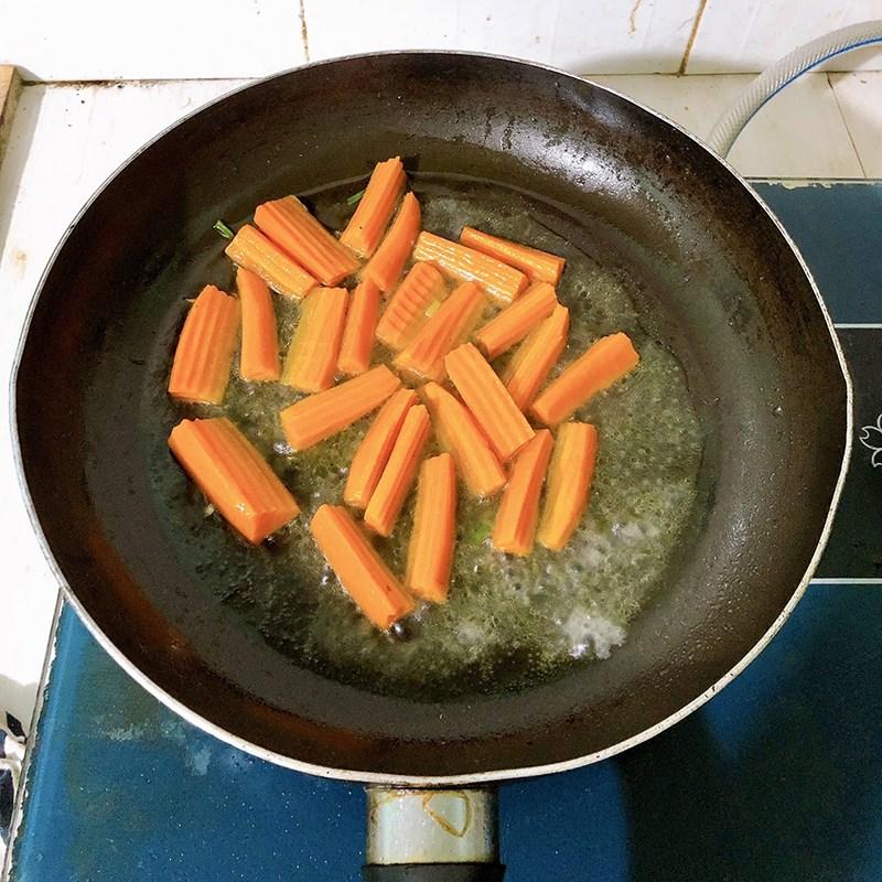 Bước 2 Làm rau củ xào chay Cà rốt nấm xào chay
