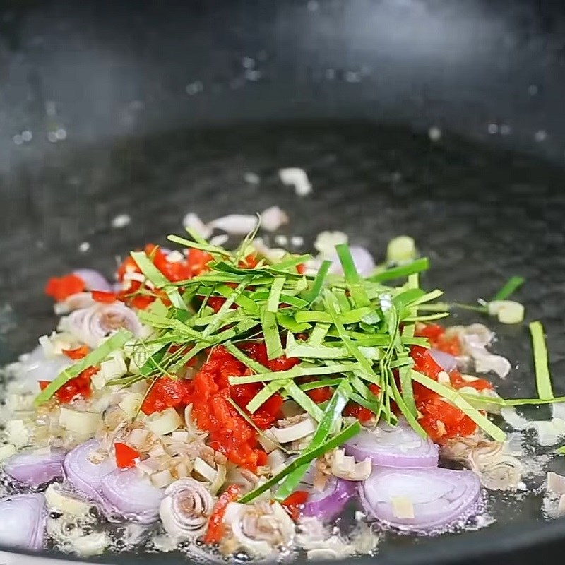 Bước 4 Làm sốt thịt bằm cay Đậu hũ sốt thịt bằm kiểu Thái