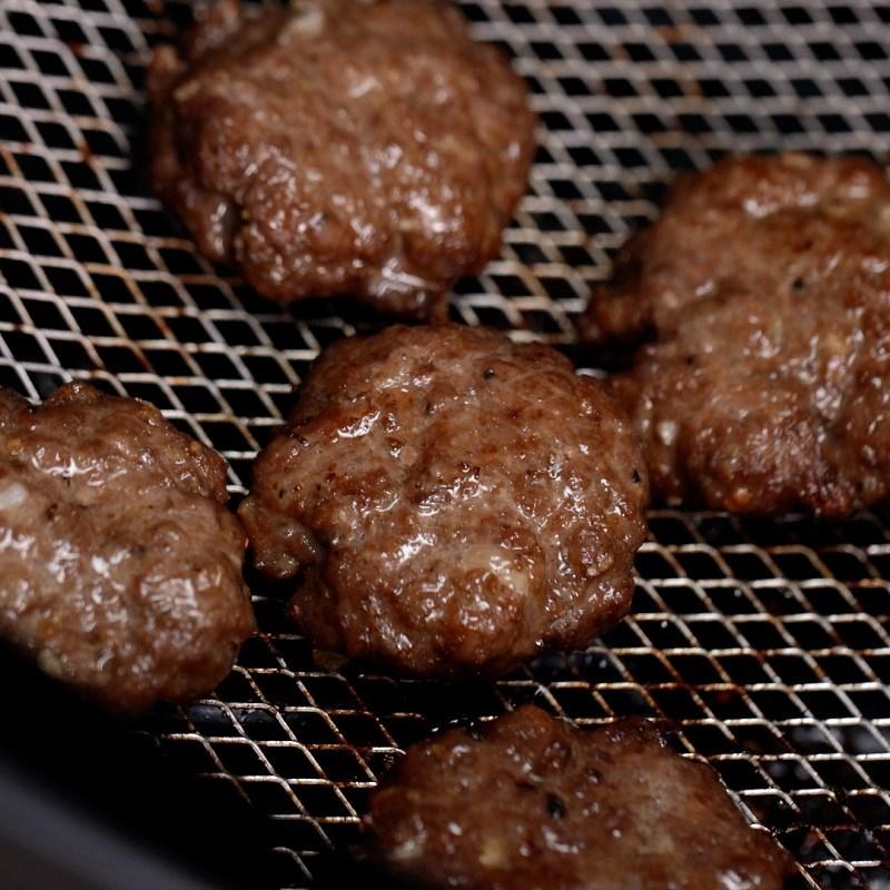 Bước 5 Làm viên thịt bò Hamburger thanh long bò