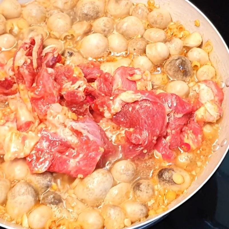 Bước 4 Nấu lẩu Lẩu bò nấm chua cay