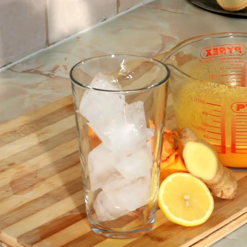 Bước 3 Lọc lấy phần nước cốt Nước ép bí đỏ với chanh và gừng