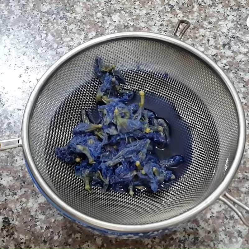 Bước 2 Lọc nước hoa đậu biếc Trà chanh hoa đậu biếc