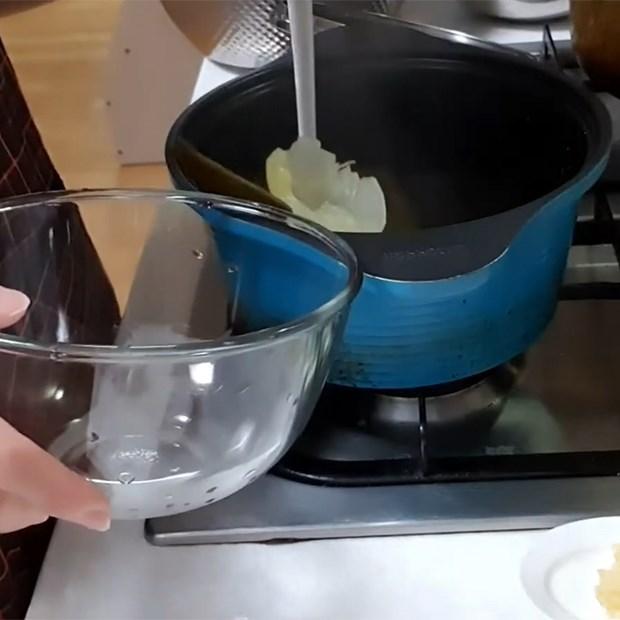Bước 3 Nấu nước dùng tảo bẹ Canh cá minh thái Hàn Quốc