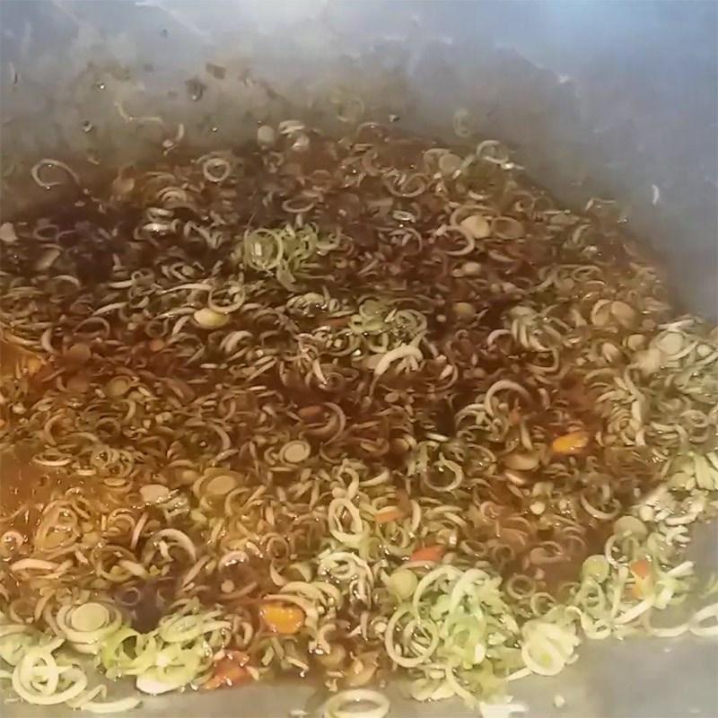 Bước 2 Nấu sốt kho cá Cá trắng kho sả ớt
