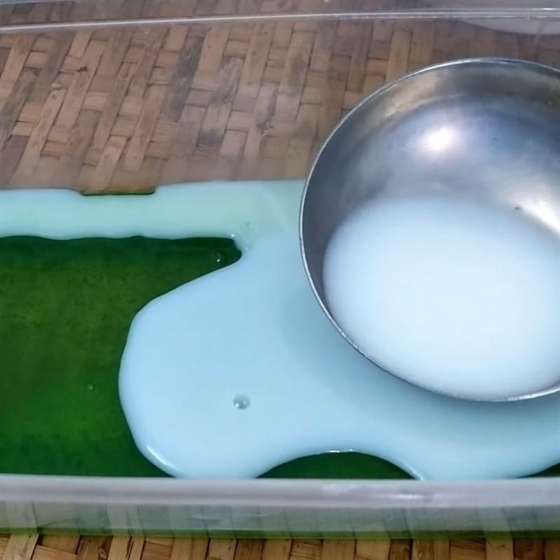 Bước 4 Nấu và đổ khuôn rau câu lá dứa sữa Rau câu lá dứa sữa tươi