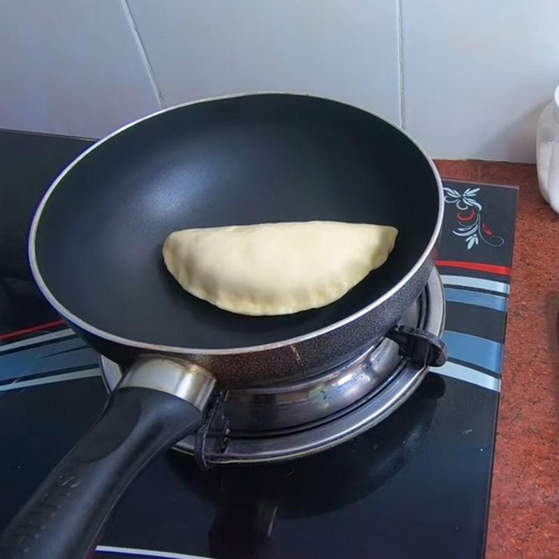 Bước 4 Nướng bánh bằng chảo Bánh mì nhân kem socola