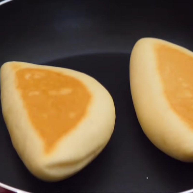 Bước 4 Nướng bánh bằng chảo Bánh mì nhân mật ong bằng chảo
