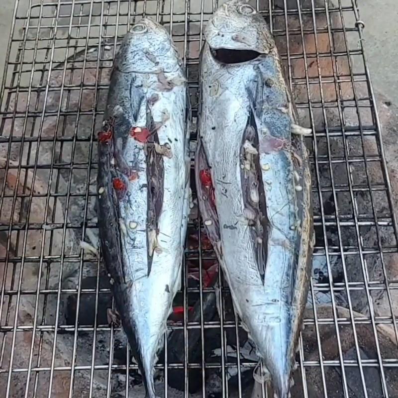 Bước 3 Nướng cá Cá ồ nướng muối ớt