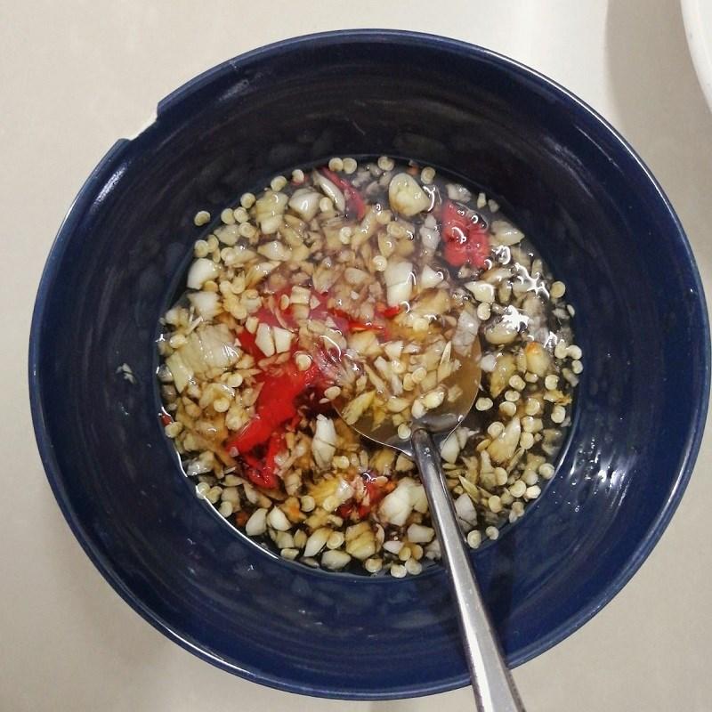 Bước 3 Pha nước mắm Cá khô rim tỏi ớt