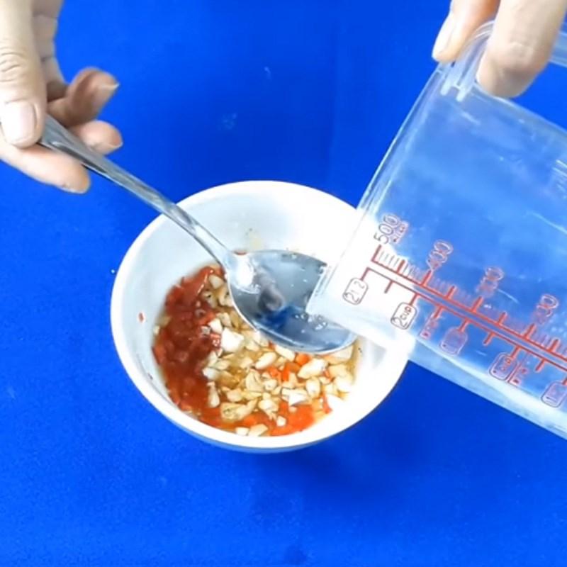 Bước 2 Pha sốt Cá chét kho mắm tỏi ớt
