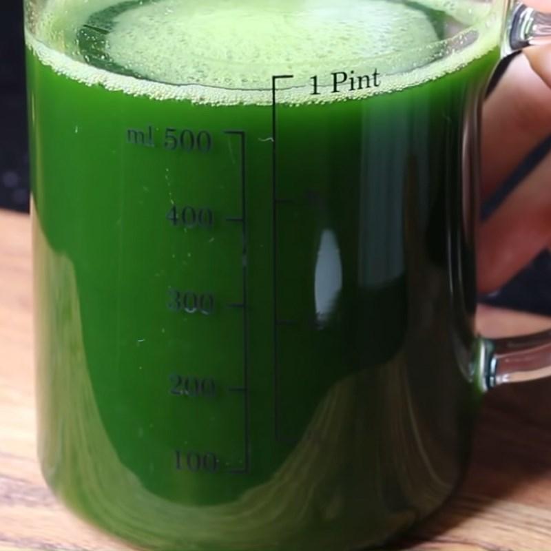 Bước 2 Pha sữa dừa và lọc nước lá dứa Rau câu lá dứa sữa dừa