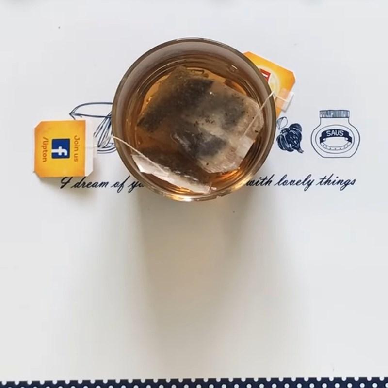 Bước 1 Pha trà Lipton Trà long nhãn tắc