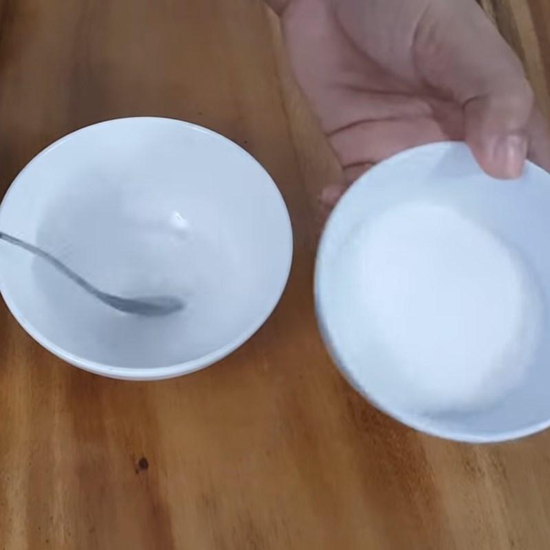 Bước 2 Rang đậu phộng với muối đường Đậu phộng rang muối đường