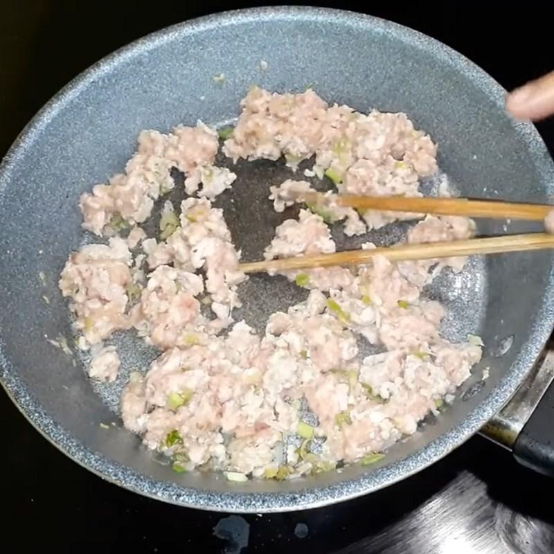 Bước 3 Rang thịt Thịt băm rang sả hành