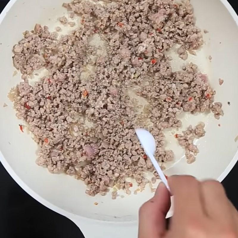 Bước 2 Rang thịt băm Thịt băm rang sả ớt