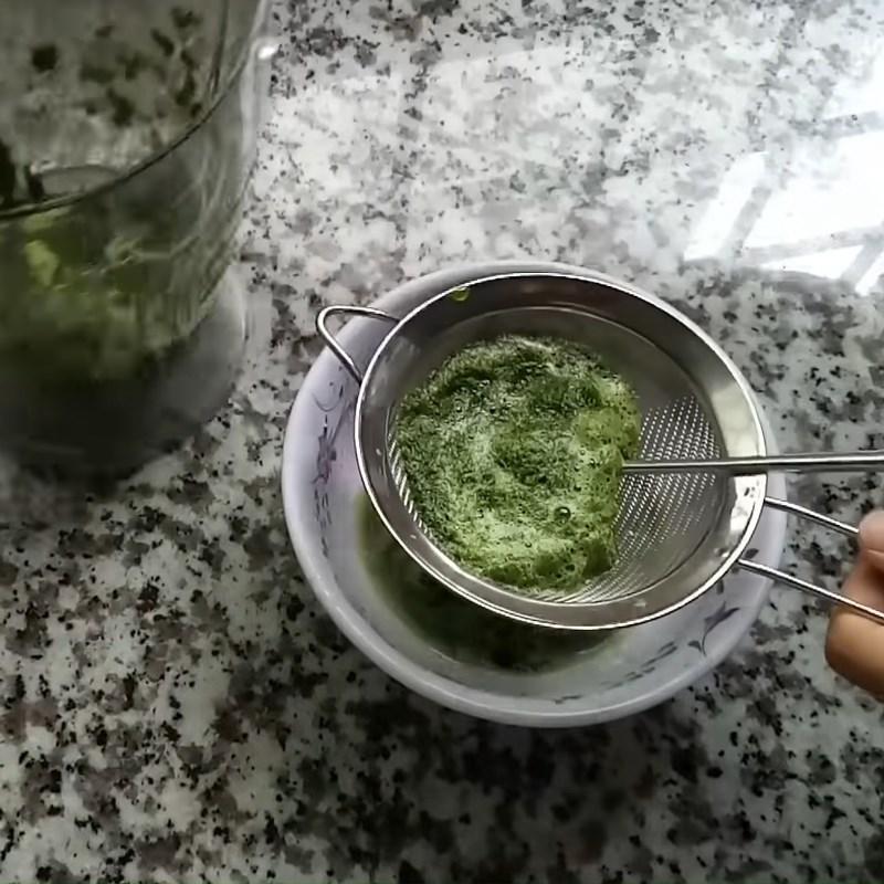 Bước 2 Xay và lấy nước cốt lá dứa Rau câu lá dứa sữa dừa cà phê