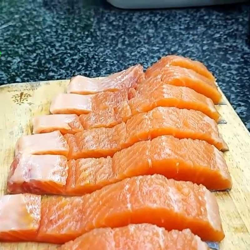 Bước 1 Sơ chế cá hồi Cá hồi áp chảo sốt mè rang