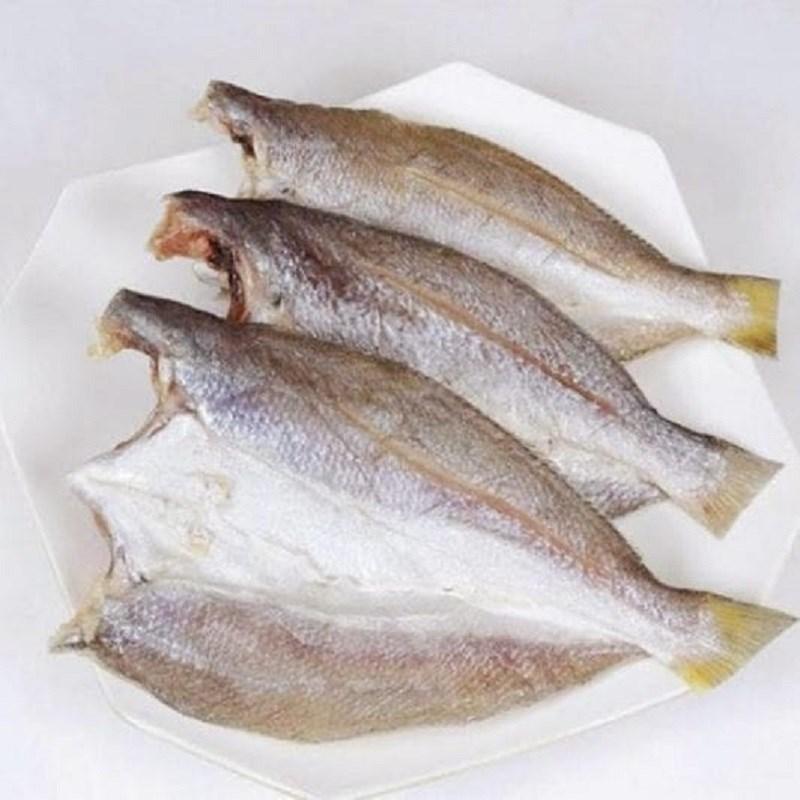 Bước 1 Sơ chế cá khô Cá khô rim tỏi ớt