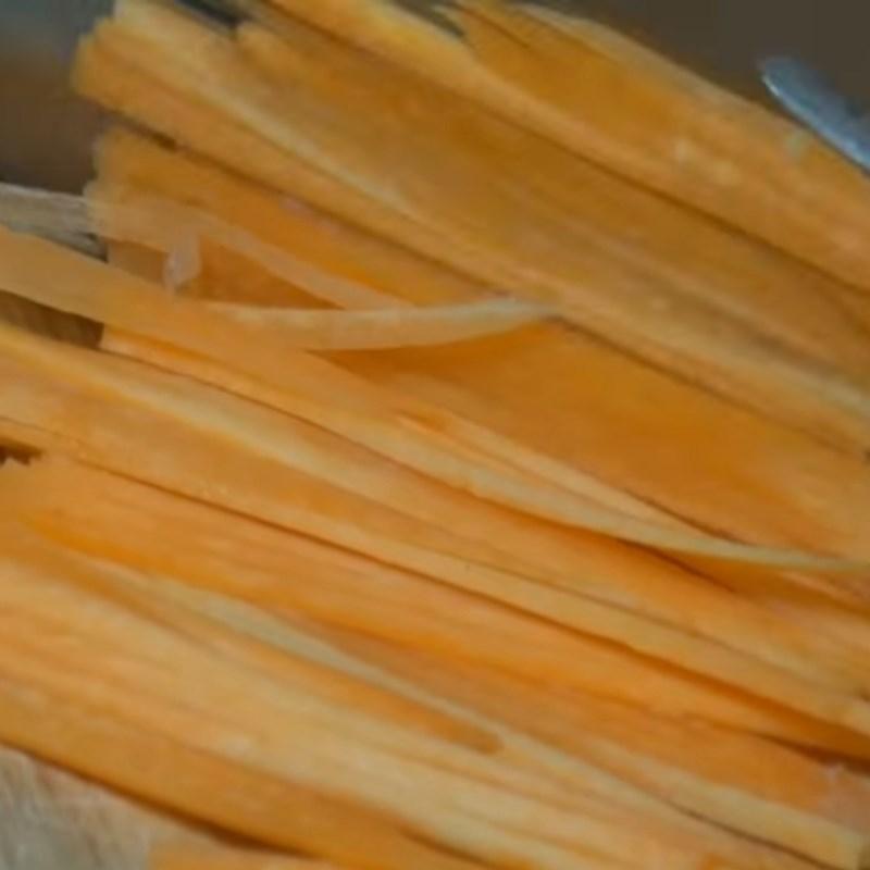 Bước 1 Sơ chế các nguyên liệu Hến xào miến rau nấm