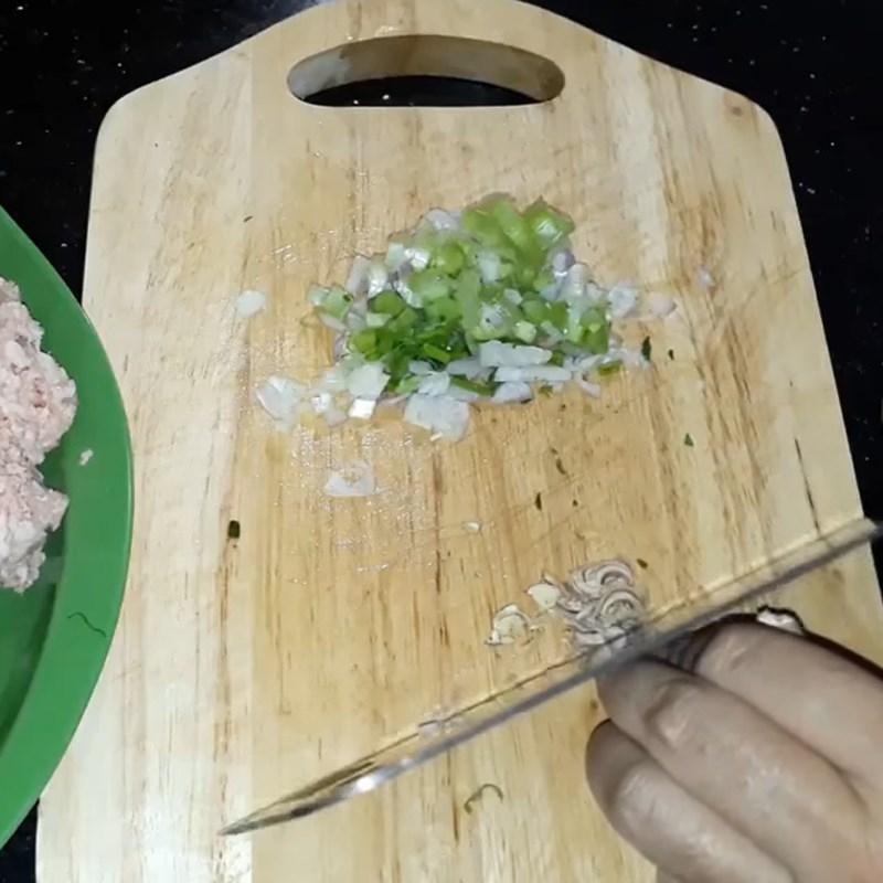Bước 1 Sơ chế các nguyên liệu Thịt băm rang sả hành