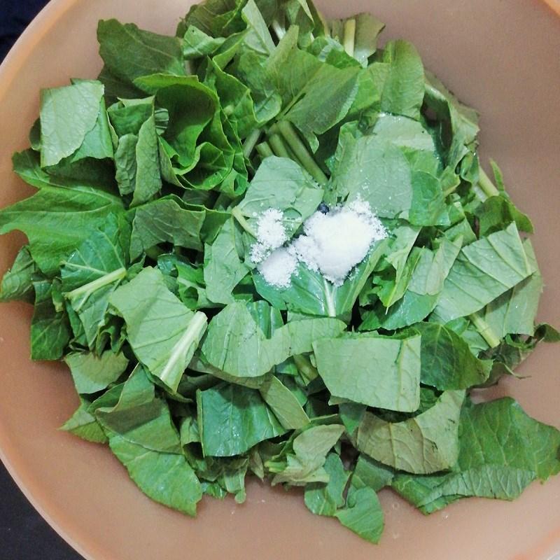 Bước 1 Sơ chế các nguyên liệu Canh cải ngọt nấu tôm tươi