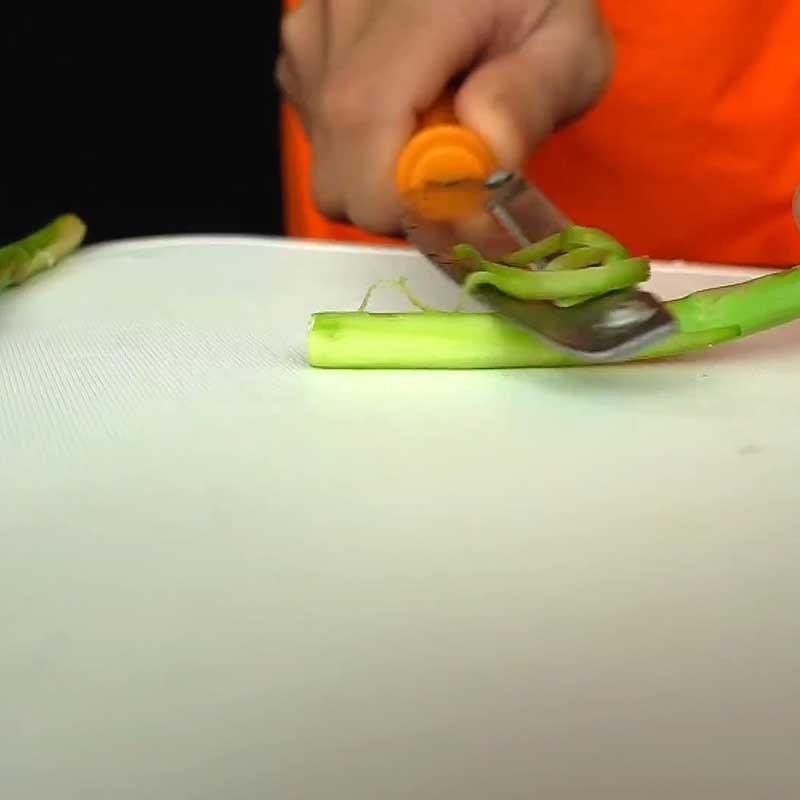 Bước 2 Sơ chế các nguyên liệu khác Cá hồi áp chảo sốt kem