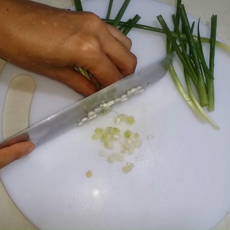 Bước 2 Sơ chế các nguyên liệu khác Lòng gà xào măng chua