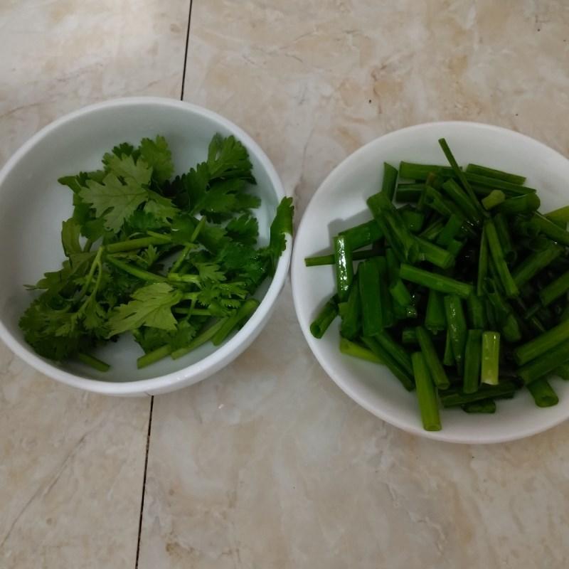 Bước 2 Sơ chế các nguyên liệu khác Canh bí đao nấu thịt