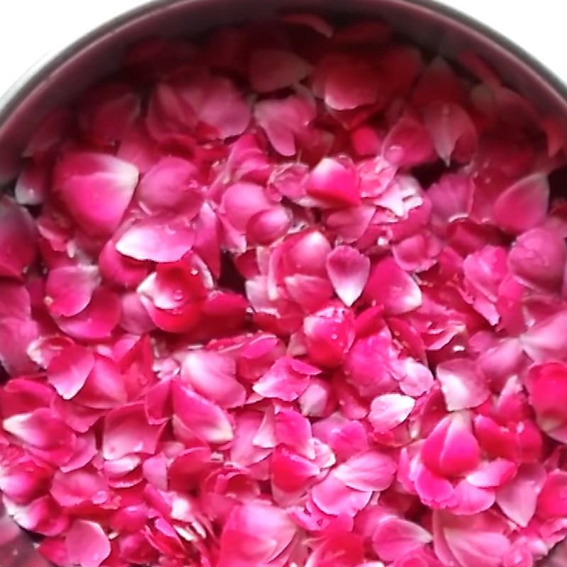 Bước 1 Sơ chế hoa hồng Siro hoa hồng
