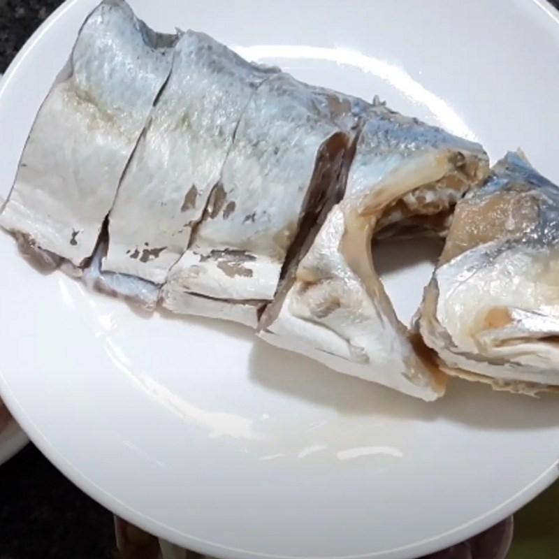 Bước 1 Sơ chế khô cá và thịt Khô cá chét chưng thịt ba rọi