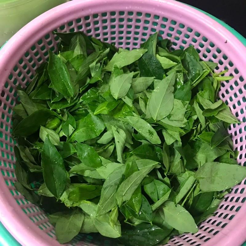 Bước 1 Sơ chế nguyên liệu Canh rau ngót với tôm