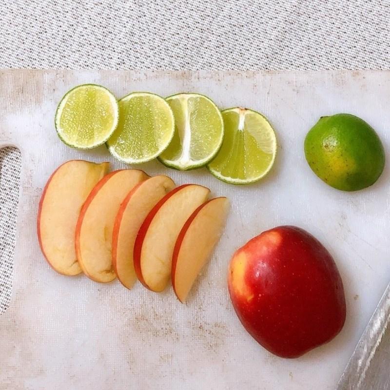 Bước 1 Sơ chế nguyên liệu Nước detox chanh và táo